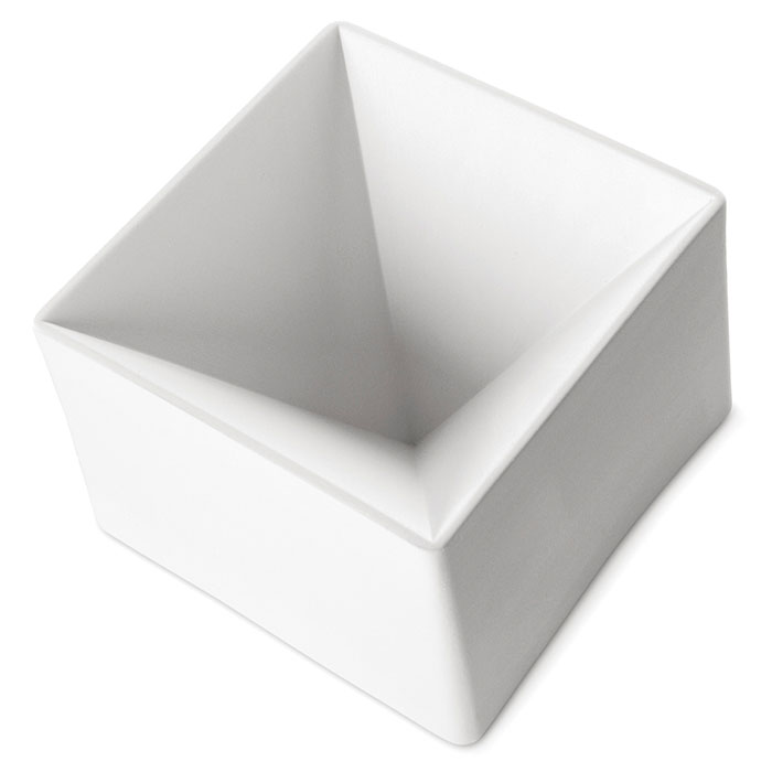 Pyramid – 16.8×16.9×11.9cm