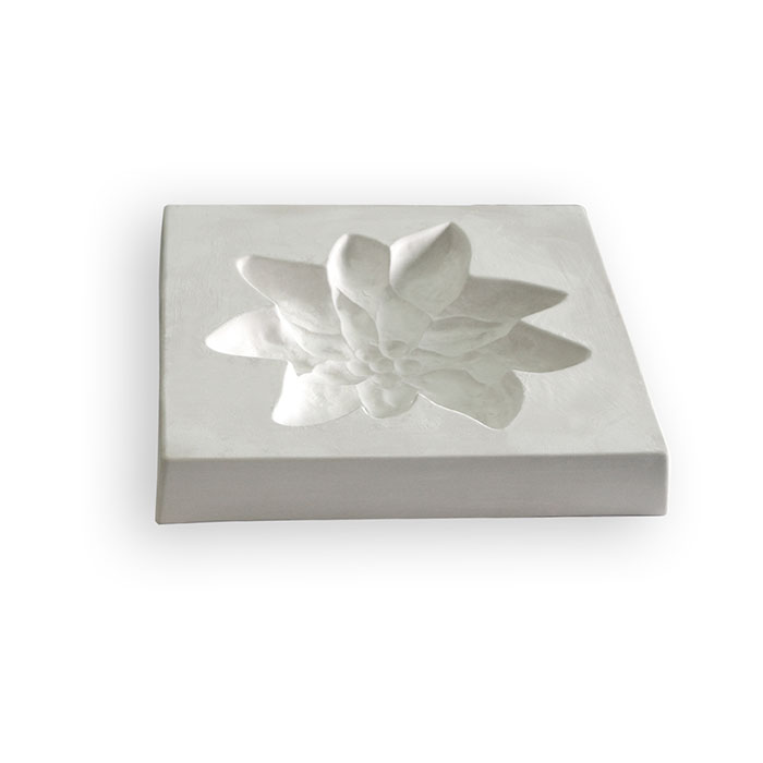 Edelweiss – 31.3×31.4×4.7cm – Opening: 25.1×24.6cm