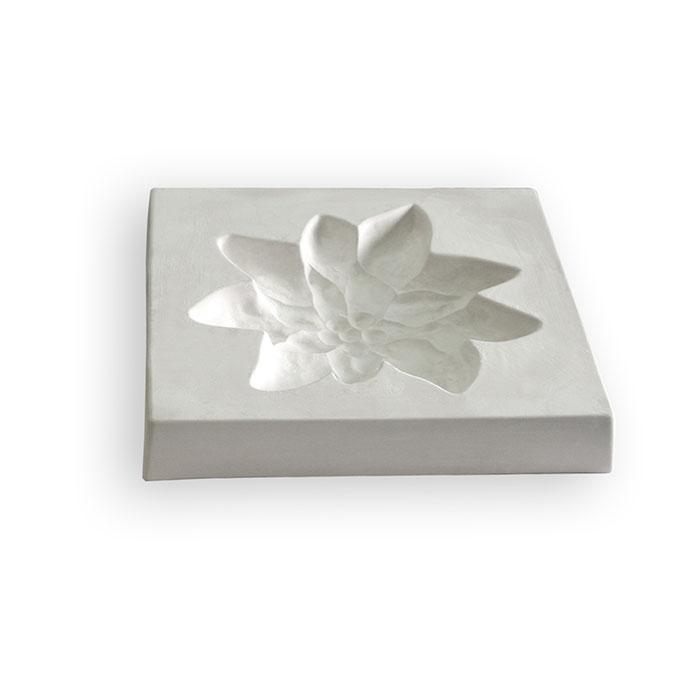 Edelweiss – 31.3×31.4×4.7cm – Opening: 25.1×24.6cm