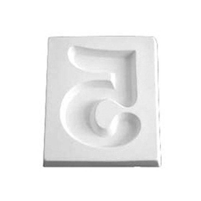 Number 5 – 12.1×10.2×1.9cm – Opening: 6.4x7cm